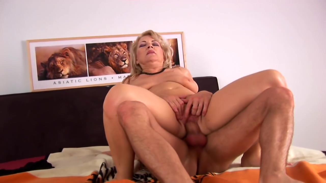 Young-Cumshot On MILF - CzechSuperStars