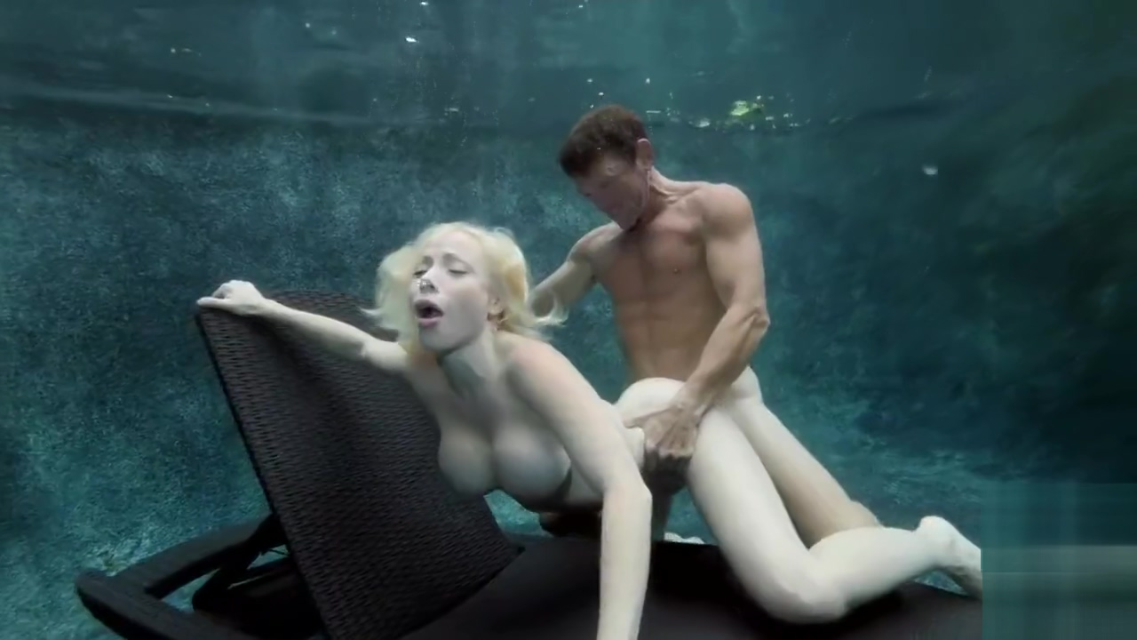 Blonde Fuck Underwater