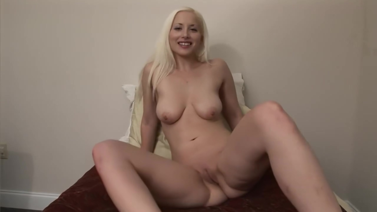 Natural Titted Blonde Playing With Her Box - DreamGirls videos de porno de ninas