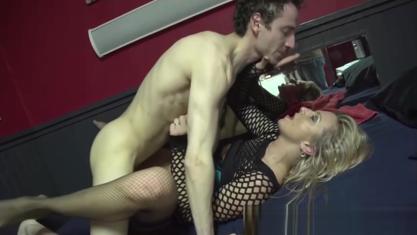 Prossie fucked and jizzed 2 mature wives giving xmas presents