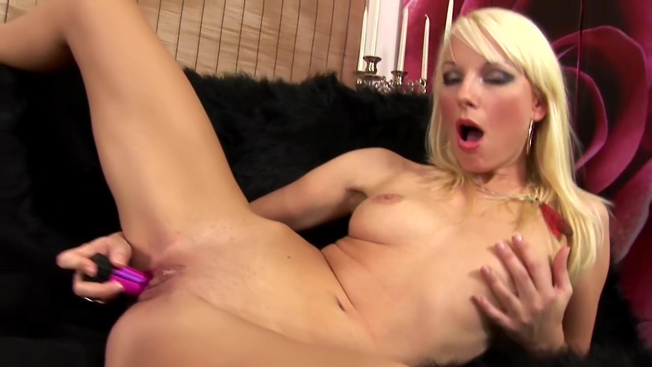 Blonde Sarah sticks a toy in her snatch - CzechSuperStars