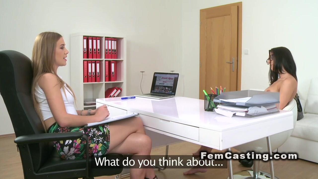 Lesbiian licking Face porn