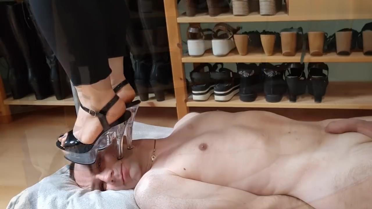 Pietinement en sandale a talons aiguilles Bdsm Slave Training Tumblr