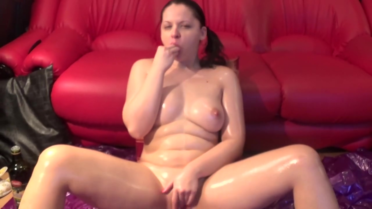 Oiled slut gaping herself in all holes and dripping all over Why should we have sex