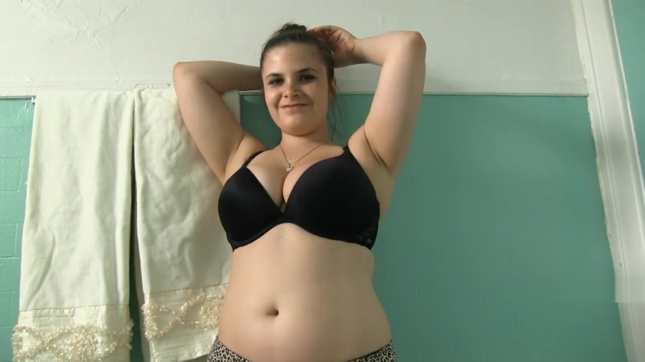 kelle toilet talk nude girls free latina