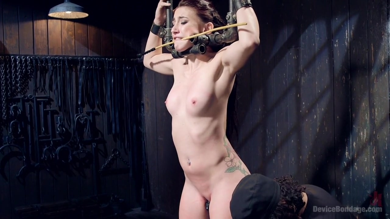 Glamcore babe pussylicked by amazing milf Sexy Video