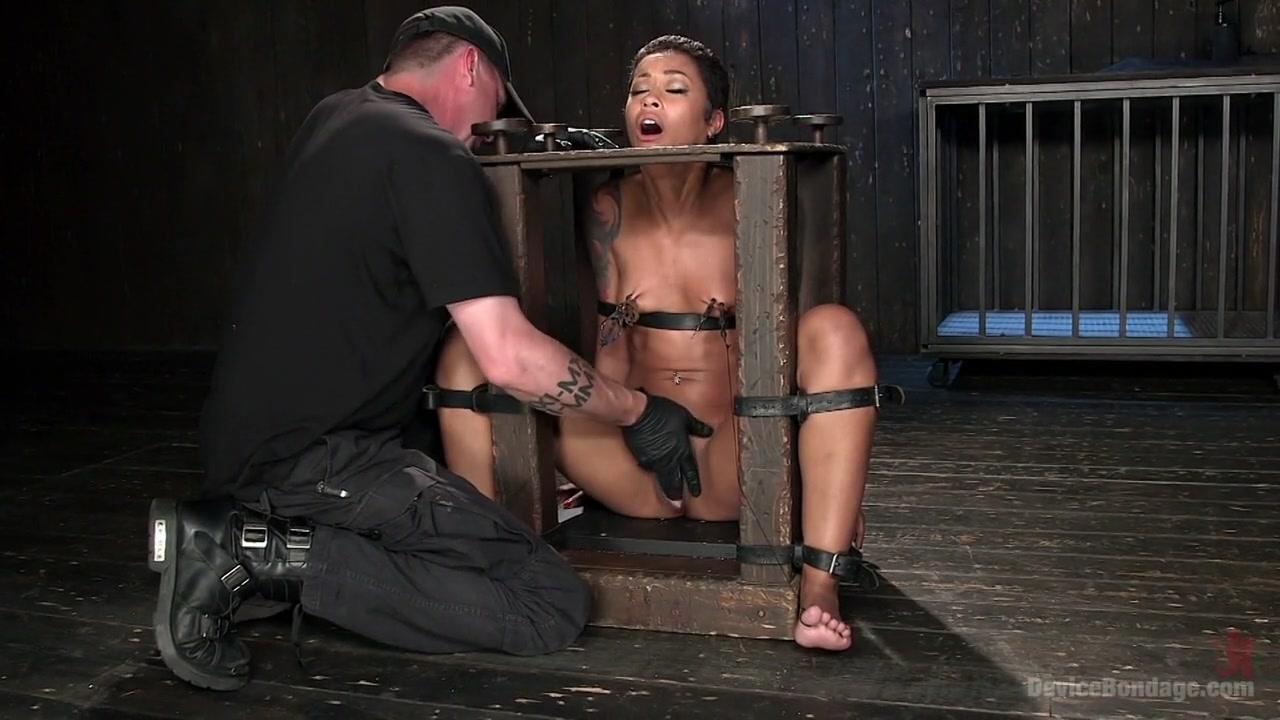 Naked Porn tube Woman gives blowjob